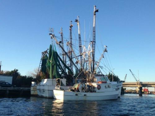 Shrimp_Boats_Carteret_Catch_Beaufort_North_Carolina_500x375